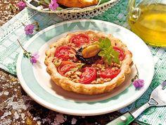 Tarteletts schmecken immer, egal ob süß oder herzhaft. Mit Tomaten und frischen Kräutern ein leckerer Appetitanreger.