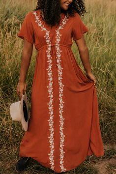 This long maxi dress is great for fall. You can wear this maxi dress to any event, or just around town. Pair with heels for a complete look. Find more fall styles at ROOLEE! Modest Dresses, Casual Dresses, Maxi Dresses, Modest Wear, Modest Clothing, Casual Clothes, Bride Dresses, Girls Dresses, Boho Dress