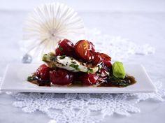 Tomaten-Türmchen in Balsamico-Crema