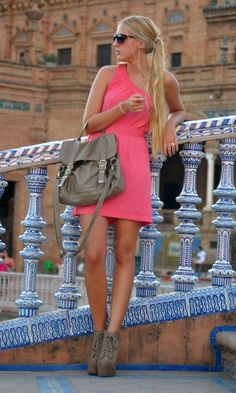 cute summer dress... and i want the long hair!