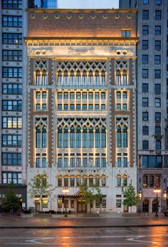 "plusarchitekt: "" Chicago Athletic Association Hotel in Chicago, Illinois - Henry Ives Cobb + Hartshorne Plunkard Architecture via ARCHITECT ""A stunning example of Venetian Gothic architecture, the. Hotel Architecture, Classic Architecture, Facade Architecture, Amazing Architecture, Chicago Athletic Association, Gothic Buildings, Classic Building, Black Building, Facade Lighting"