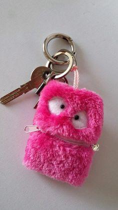 Mini Monster Täschchen-Schlüsselanhänger von Sofeinsein auf DaWanda.com