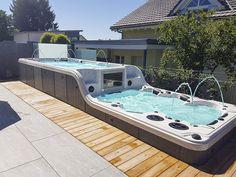 Hot Tub Garden, Hot Tub Backyard, Pool Spa, Swimming Pools Backyard, Swimming Pool Designs, Kleiner Pool Design, Small Pool Design, Outdoor Spa, Backyard Pool Designs