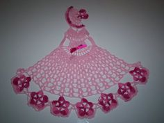 tons of lady doilies with charts-french blog very good