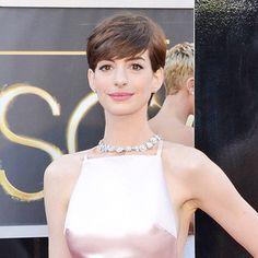 Anne Hathaway, Oscars 2013 in prada with tiffany jewelry