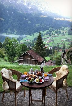 Eating al fresco in Grindelwald, Switzerland. So romantic in the morning. Beautiful Places To Travel, Wonderful Places, Beautiful World, Wonderful Picture, Vacation Trips, Dream Vacations, Vacation Travel, Air Travel, The Places Youll Go