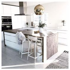 The wonderful kitchen of Sandra Therese @skipperfrue  for everyone waiting for the House Doctor rug (as pictured) to arrive @immyandindi it should be later this week