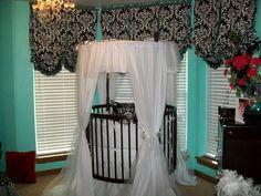 Breelyn's Round Crib