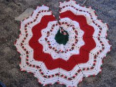 Ravelry: Round Ripple Tree Skirt pattern by Lisa at Crochetville