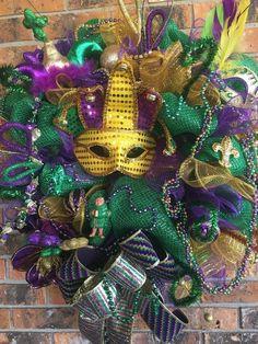 Mardi Gras Centerpieces, Mardi Gras Decorations, Wedding Decorations, Mardi Gras Outfits, Mardi Gras Costumes, Mardi Gras Food, Mardi Gras Party, Primitive Wreath, Mardi Gras Wreath