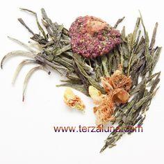 Elegance: Melange di Sencha e Silver Needle arricchiti con fiori di gelsomino, vaniglia e fragola.