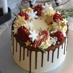 Christmas Wedding Cakes, Christmas Cake Designs, Christmas Tree Cake, Christmas Cake Decorations, Christmas Sweets, Holiday Cakes, Christmas Cooking, Christmas Birthday Cake, Chrismas Cake