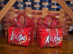 Kit Kat gift Pack-who doesn't need a break? images of candy bouquets - Bing Images / i would put a card on it saying im giving you a break Christmas Candy, Diy Christmas Gifts, Valentine Gifts, Holiday Gifts, Xmas, Christmas Decor, Candy Boquets, Candy Bar Bouquet, Craft Gifts