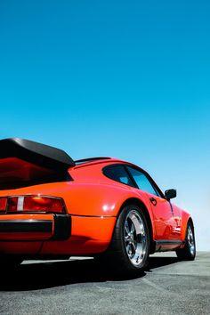 🚗 #Porsche 911 📍 Las Vegas, Nevada 🇺🇸 📸 John Schnobrich #️⃣ #AutomotiveHistory #sportscar