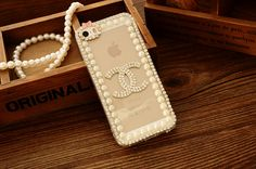 Coque CHANEL exquis bien chic avec perles diamant bling iPhone 5 6 6plus sur www.lelinker.fr Bling Bling, Iphone 6, Chanel, Diamond, Beads, Leather