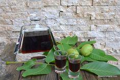 Lichior de gutui rețeta de gutuiată de casă - naturală, fină și aromată | Savori Urbane Pure Leaf Tea, Limoncello, Sorrento, Easy Meals, Food And Drink, Pure Products, Drinks, Bottle, Syrup