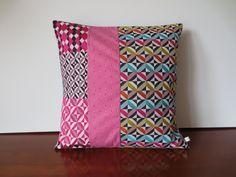 Housse coussin déco patchwork, fuchsia, flashy, vintage : Textiles et tapis par michka-feemainpassionnement