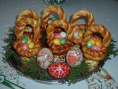 Rozi Erdélyi konyhája: Húsvéti fonott kosárkák Eggs, Easter, Vaj, Cukor, Breakfast, Food, Morning Coffee, Easter Activities, Essen