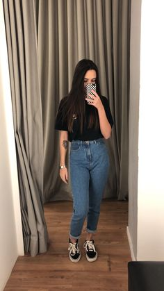Look with mom jeans - Cute Outfits Teen Fashion Outfits, Outfits For Teens, New Outfits, Trendy Outfits, Girl Fashion, Cute Outfits, Fashion Looks, Ripped Jeggings, Ripped Knee Jeans