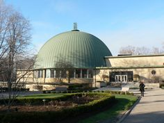 Take a look at these gorgeous synagogues and temples that span the globe from New York to Norway. While some offer traditional grandeur and others have a. Cleveland Heights Ohio, Cleveland Ohio, Synagogue Architecture, Sacred Architecture, Lake Elsinore California, Erich Mendelsohn, Jewish Temple, World Photo, Taj Mahal