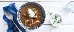 Gulassi on unkarilainen perinneruoka ja reseptejäkin on monenlaisia. Tärkeintä on maukas, pitkään hauduttamalla syntyvä sakea liemi. Noin 3,50€/annos.