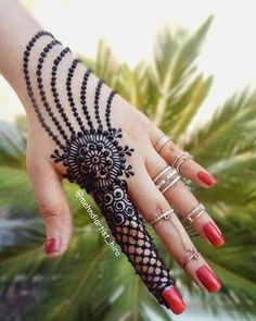 Mehndi is something that every girl want. Arabic mehndi design is another beautiful mehndi design. We will show Arabic Mehndi Designs. Henna Hand Designs, Mehndi Designs Finger, Henna Tattoo Designs Simple, Full Hand Mehndi Designs, Mehndi Designs For Beginners, Modern Mehndi Designs, Mehndi Designs For Girls, Mehndi Design Photos, Mehndi Designs For Fingers