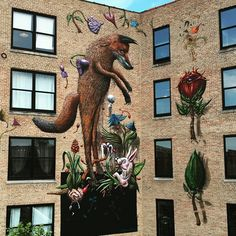 Another hot and humid day in Chicago @lacuna2150 working on the #lacunabloom mural, slowly getting there! #redfox #bloom #pilsenchicago #summer2016 #havingfun ##🇱🇷✌🏻️🐝🐿🐇🌹🍂🌞🍇🌮