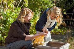 Tuinierplezier met kinderen | Tuinieren met kinderen | Samen bloembollen planten!  Ouders willen dat kinderen zoveel als mogelijk buiten zijn. Naast lekker buiten spelen en ravotten, is tuinieren heel leerzaam en goed voor de ontwikkeling van kinderen.
