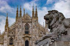 Buongiorno #Milano Ha smesso di piovere ed ora aspettiamo un cielo azzurro come quello della foto di Sergey Bykov #milanodavedere Milano da Vedere