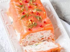 Salmon and shrimp terrine for entertaining or for parties Meat Recipes, Seafood Recipes, Chicken Recipes, Healthy Dinner Recipes, Appetizer Recipes, Salmon Terrine, Salmon And Shrimp, Make Ahead Appetizers, Party Food And Drinks