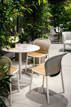 Linearity and Lightness. Lapalma Outdoor Garden Furniture, Cool Furniture, Outdoor Furniture Sets, Furniture Design, Furniture Ideas, Garden Table And Chairs, Outdoor Dining Chairs, Modern Restaurant Design, Garden In The Woods