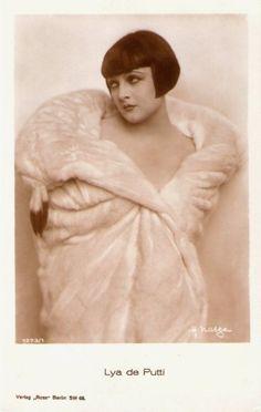 German postcard of Hungarian actressLya de Putti by Ross Verlag, Berlin, 1927-1928. Photo: Hans Natge.