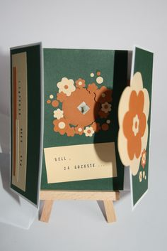 Gucklochkarte - Im Innern öffnet sich ein kleines Fenster, während die Kartenflügel geöffnet werden.