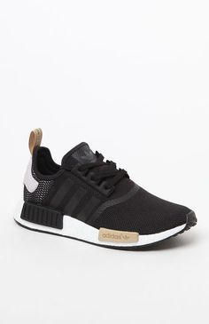 adidas sneakers offer an innovative, forward-thinking design. These women's sneakers elevate everyday street style with their stretch mesh upper and energy-returning boost™ They're finished with molded midsole plugs that Cute Sneaker Outfits, Cute Sneakers, New Sneakers, Cute Shoes, Men's Shoes, Adidas Shoes Nmd, Adidas Nmd, Nmd R1, Tennis