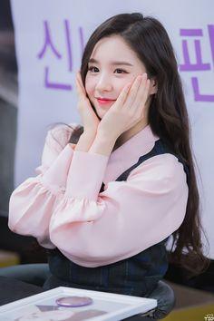 LOONA   Jeon Heejin 전 희진   October 19th, 2000   164 cm Kpop Girl Groups, Korean Girl Groups, Kpop Girls, First Girl, My Girl, Cute Girls, Cool Girl, Oh My Heart, Thing 1