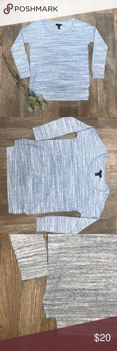 Gap small 🌿 Excellent condition 100% cotton looks a little grey in photo it's a light blue GAP Tops