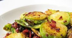 This was the recipe I used to convince Jonas that brussels sprouts are delicious, eaten with pan-fried duck . Apart from being ridiculous. Low Carb Dinner Recipes, Side Dish Recipes, Clean Eating Recipes, Healthy Eating, Cooking Recipes, Healthy Recipes, Easy Recipes, Crispy Brussel Sprouts, Brussels Sprouts