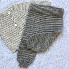 babyhosen Let Og Lun Bukser Str. Baby Cardigan, Knit Baby Pants, Baby Pullover, Knitting For Kids, Baby Knitting Patterns, Baby Patterns, Crochet Bebe, Knit Crochet, Drops Baby