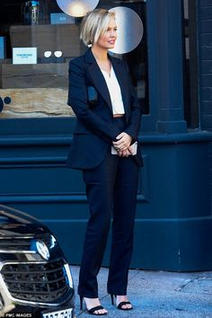 Lara Bingle nails androgynous chic in matching jacket and trousers ensemble Workwear Fashion, Work Fashion, Lara Worthington, Androgynous Look, Corte Y Color, Minimalist Fashion, Chic Outfits, Her Style, Autumn Winter Fashion