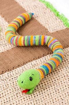 Friendly Snake Free Knitting Pattern in Red Heart Super Saver Animal Knitting Patterns, Snake Patterns, Crochet Patterns, Love Knitting, Baby Knitting, Knitting Toys, Knitting Projects, Crochet Projects, Knitting Supplies