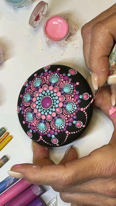 Mandala Art Lesson, Mandala Drawing, Mandala Painting, Stone Art Painting, Dot Art Painting, Rock Painting Patterns, Rock Painting Ideas Easy, Mandala Rocks, Flower Mandala