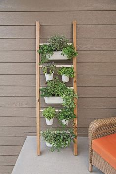 Vertical Herb Gardens, Small Gardens, Vertical Planter, Formal Gardens, Herb Garden Design, Small Garden Design, Diy Patio, Backyard Patio, Backyard Ideas