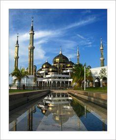 Ein Bild sagt mehr als 1000 Worte: Afrikaner beim Trinken http://bildnetwork.blogspot.com/2012/08/bild-00004-afrikaner-beim-trinken.html  The Crystal Mosque, Kuala Terengganu | Malaysia
