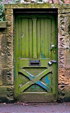 door Green door The Decorista-Domestic Bliss: Currently Craving.green leaves Old doors. In RED, orange or green. Cool Doors, Unique Doors, The Doors, Windows And Doors, Front Doors, Knobs And Knockers, Door Knobs, Doors Galore, When One Door Closes
