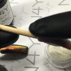 Gel polish negle glimmer pigment. En step by step af hvordan du bruger negle glimmer pigment, alle produkter kan købes på nail4you.dk