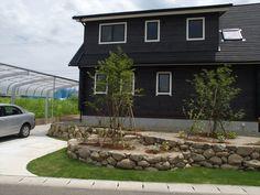 花壇・土留めの素材 Exterior, Gardening, Homes, Outdoor Decor, Green, Plants, Home Decor, Houses, Decoration Home