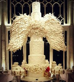 Need some inspiration for your cake design? Check out this beautiful cake by Cat… Need some inspiration for your cake design? Check out this beautiful cake by Cat and mouth ! Event planner : Mine Venue : Liza Cake : Cat and mouth Huge Wedding Cakes, Extravagant Wedding Cakes, Beautiful Wedding Cakes, Gorgeous Cakes, Wedding Cake Designs, Pretty Cakes, Amazing Cakes, Extreme Wedding Cakes, Crazy Cakes