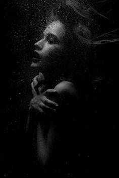 58 New ideas photography girl lonely water Dark Photography, Underwater Photography, Artistic Photography, Black And White Photography, Amazing Photography, Landscape Photography, Portrait Photography, Photo Hacks, Kreative Portraits