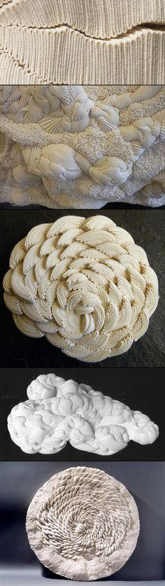 """Les sculptures en textile de Simone Pheulpin : """"Selon le style des plis (serrés ou larges, réguliers ou irréguliers), les effets obtenus sont différents : paysages rocheux traversés de failles ; effets de moutonnement, d'écume, de mousse ; effets de fossiles. Des photos : http://www.orgone-design.com/blog/les-sculptures-en-textile-de-simone-pheulpin/. D'autres photos et une vidéo : http://spheulpin.free.fr/index2fr.html"""