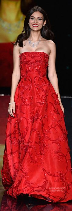 Actress Victoria Justice, wearing OSCAR DE LA RENTA, walks the runway for the 2014 Red Dress Collection annual charity event benefiting The Heart Truth®